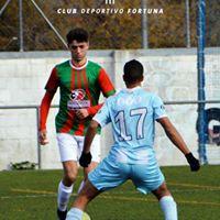 Jugador de fútbol regateando CD Fortuna
